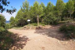 Bifurcación al capbrot de Rubió (427 m. a.s.l.) o a Can Rubió y Esparreguera por Can Roca
