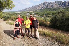 Camino de la cresta por la masía de la Vinya Vella