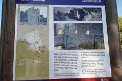 Panel informativo acerca de la torre fosada del telégrafo óptico en el turó de les Forques en Castellbisbal
