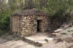 Barraca de piedra seca en el camino hacia  las Tines del Tosques