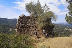 Restos de uno de los muros del Castell de Sant Jaume