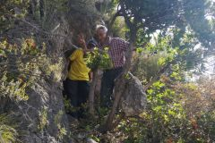 El Sr. Jaume Rosanas en la entrada a la cova del Senecó