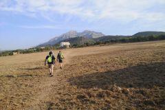 Hacia la masía de can Sant Joan y Collbató