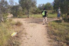 A la derecha seguiremos el corriol del Gat; a la izquierda iremos paralelos al camino vecinal
