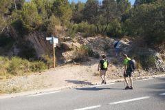 """Cruzando la carretera de Collbató a Monistrol o a las """"coves del Salnitre"""""""