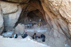 Cova Gran y equipo de investigadores del Seminari d'Estudis i Recerques Prehistòriques de la Universidad de Barcelona