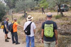 Charlando con el Sr. Jaume Rosanas al paso por su finca de olivos centenarios