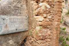 Entrada a la cova de les Arnes