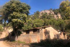 Can Jorba y la ermita de la Mare de Deu de la Font